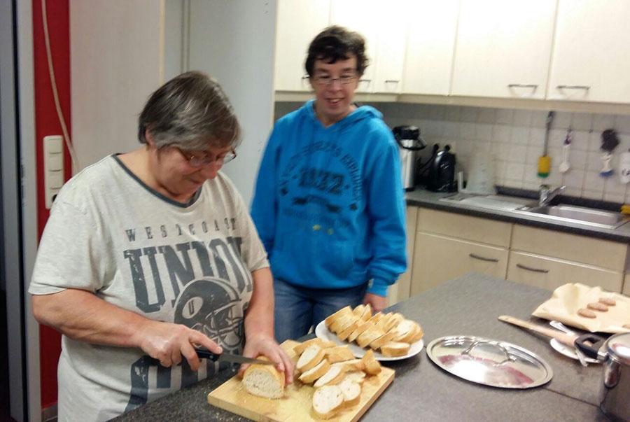 Kochen als ambulante Freizeitgestaltung der Lebenshilfe Parchim